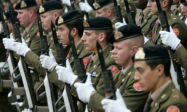 The Luxembourg army is to send personnel to non-combat missions in Iraq and Mozambique