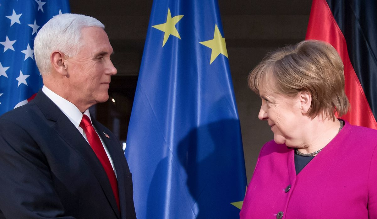 Bundeskanzlerin Angela Merkel (CDU) und Mike Pence, Vizepräsident der USA.
