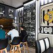 Ist es ein Café? Ist es ein Fußball-Museum? Für den Besitzer des Café op der Grenz ist es ein gelebter Traum.