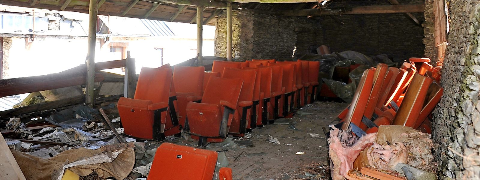 Die rund 150 Stühle standen mehrere Jahre in einer Scheune in Enscheringen und waren dennoch äußerst gut erhalten. Nun sind sie über das ganze Land verstreut.