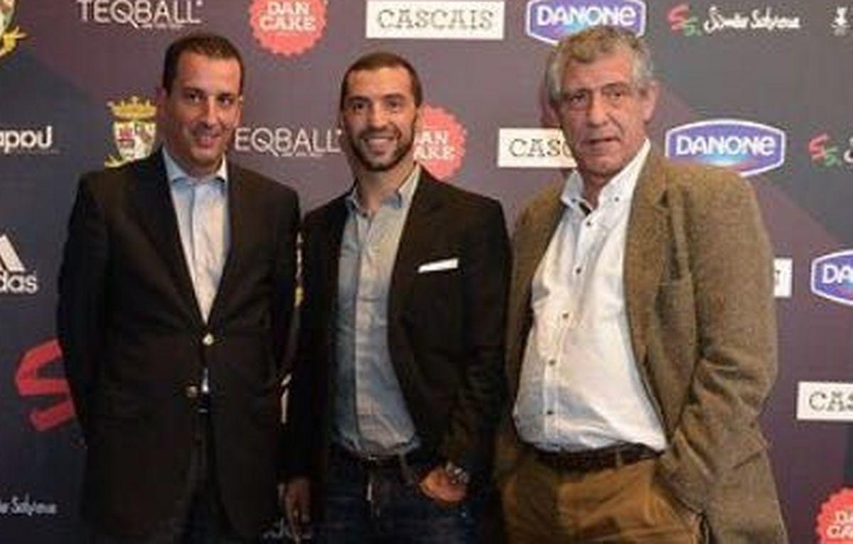 Viktor Huszár, co-inventor do teqball, com Simão Saborsa e Fernando Santos, quando esteve em Portugal para apresentar este novo desporto