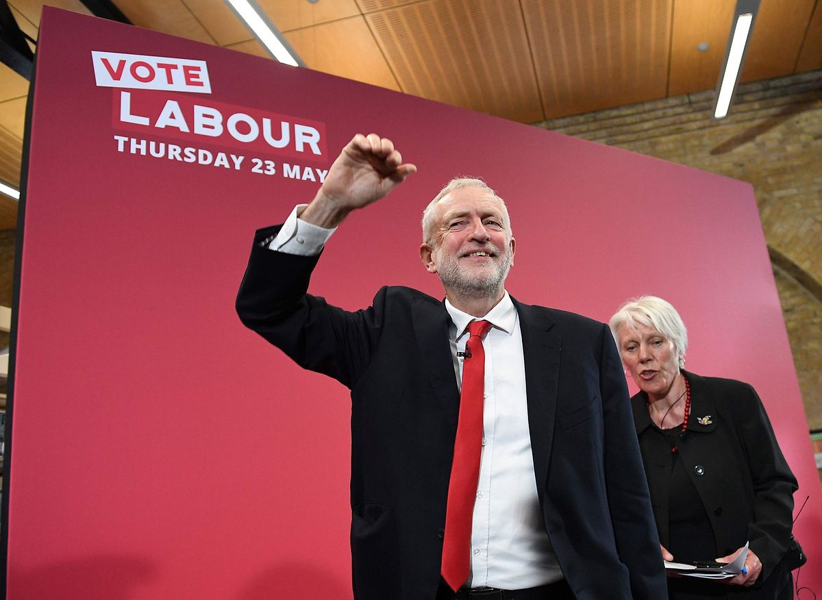 Pour Jeremy Corbyn, chef du parti travailliste, le texte de Theresa May ne protège pas assez les emplois au Royaume-Uni.