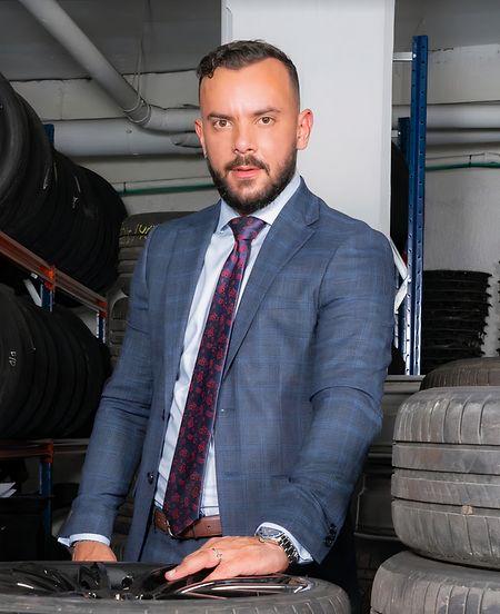 Em 2018 Miguel Teixeira trocou a carreira de assistente de bordo pela pornografia.