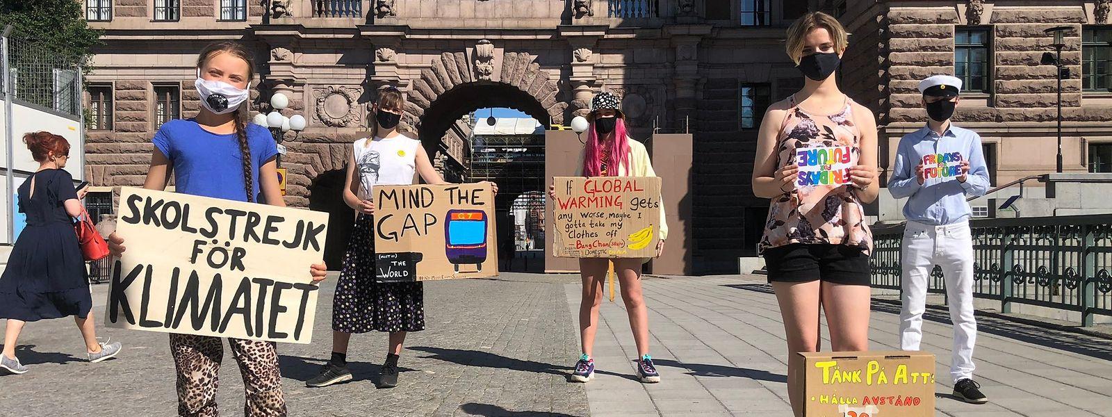 Thunberg (l.) zeigte sich erstmals wieder in der Öffentlichkeit.