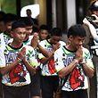 Première apparition de quelques-uns des 12 garçons pris au piège d'une grotte inondée en Thaïlande, le 18 juillet.