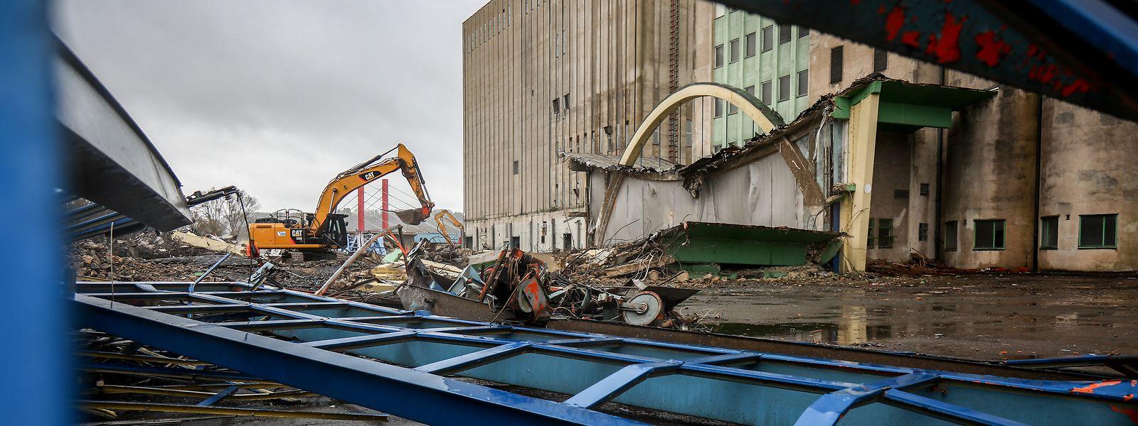 Nach dem Abriss der Kornhalle werden voraussichtlich in rund drei Wochen die Silos abgetragen.