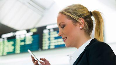 L'usage du téléphone va continuer de coûter cher en voyage en Europe.