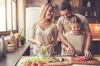 Familie, gemeinsames Kochen