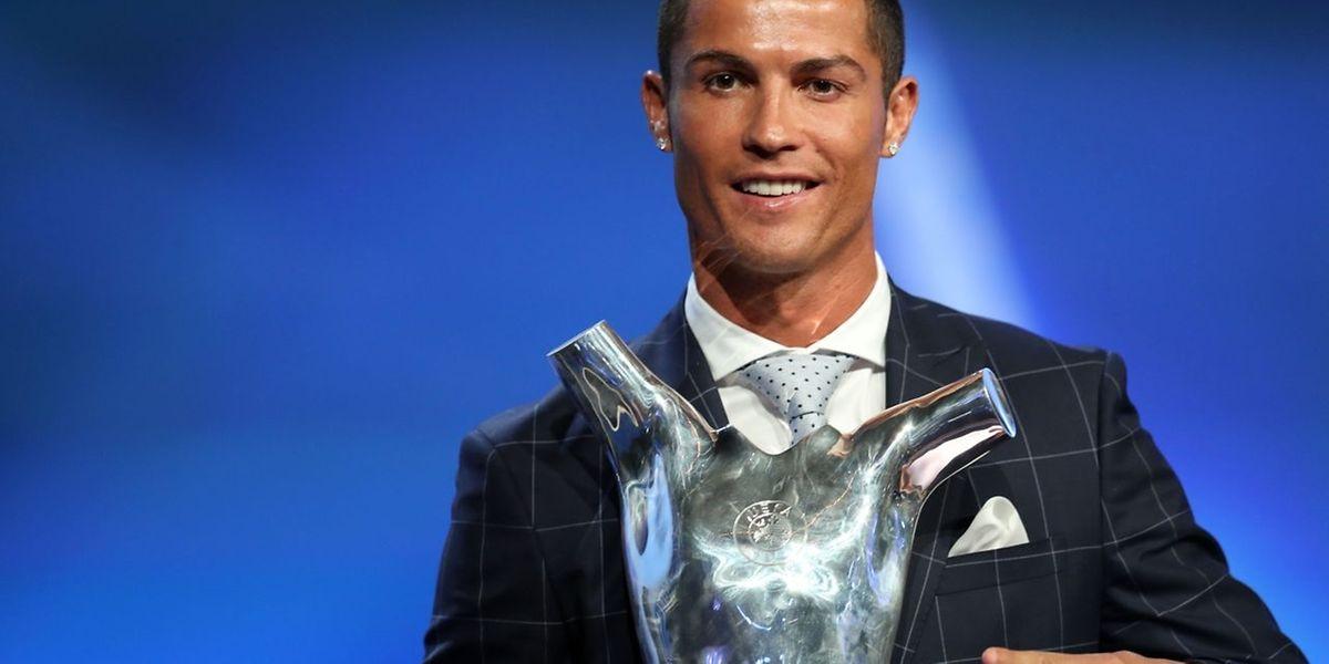 C'est sans surprise que l'attaquant portugais du Real Madrid Cristiano Ronaldo a été élu ce jeudi à Monaco meilleur joueur UEFA de la saison 2015-2016