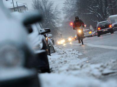 Gerüstet für den Winterbetrieb: Wer Fahrrad und Fahrweise an die dunkle und kalte Jahreszeit anpasst, kann durchaus problemlos durch den Winter radeln.