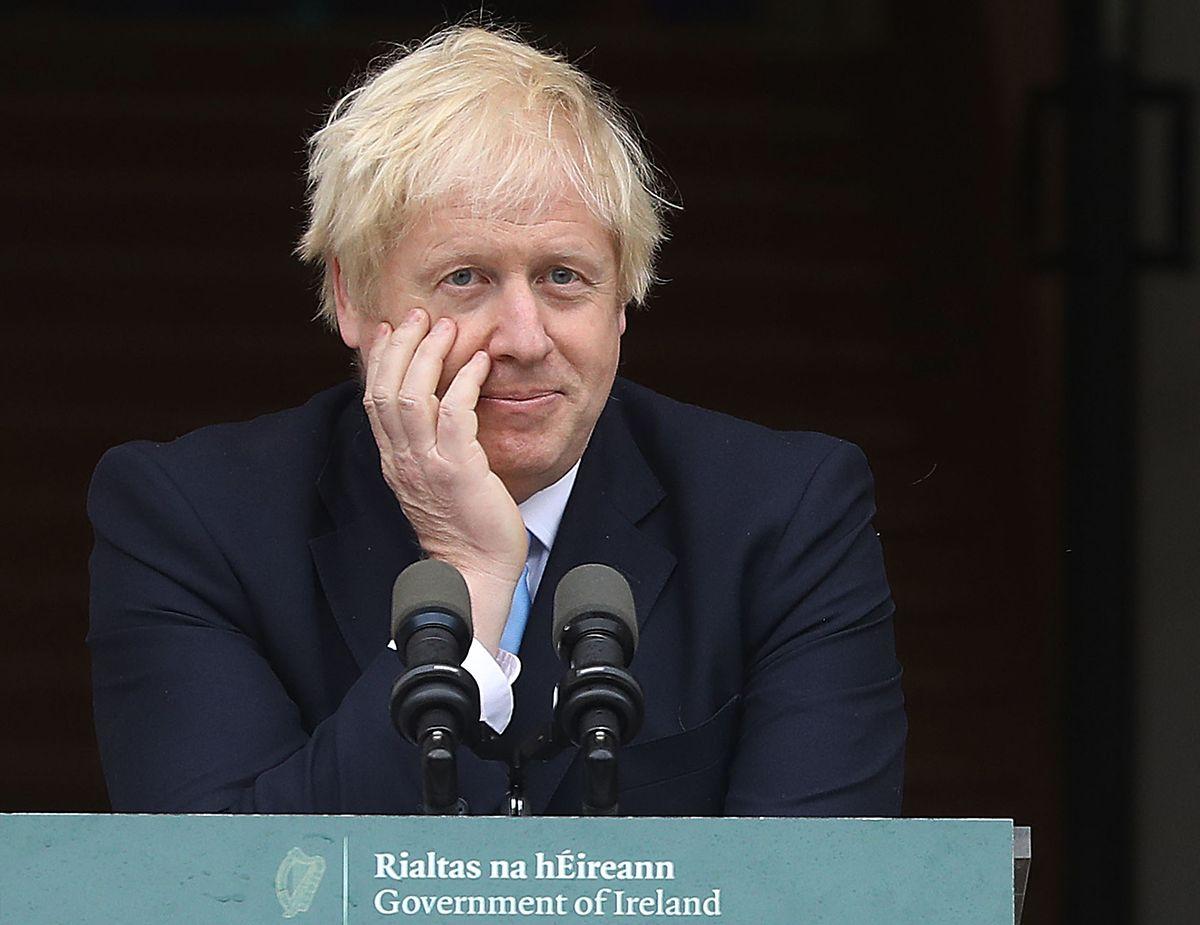 En visite ce lundi à Dublin, Boris Johnson affronte une situation particulière, alors que plusieurs membres de son gouvernement ont démissionné ces derniers jours.
