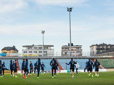 Artikel mit Video von PK der Franzosen + Öffentliches Training im Stade Josy Barthel, Foto Lex Kleren