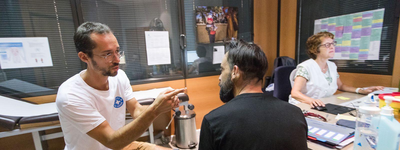 A ce jour, les malades sans-papiers sont pris en charge gratuitement par des associations et ONG comme Médecins du Monde.