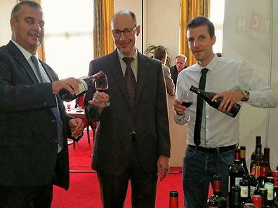Da esq para a dta (equipa do Match): Merlo Antonio (Comprador de vinhos para a Bélgica e Luxemburgo), Hourdeau Patrick (Director de Compras Europa) e Schlegel Matthieu (Director Match Ettelbruck)