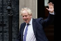 """Britain's Prime Minister Boris Johnson waves as he leaves 10 Downing Street in central London on September 8, 2020 to walk across to the Foreign, Commonwealth & Development Office (FCDO) to chair the weekly meeting of the cabinet. - Britain demanded """"more realism"""" from the European Union ahead of crucial post-Brexit trade talks on Tuesday, but the mood was soured by reports that London was looking to rewrite an agreement the two sides had already signed. (Photo by Niklas HALLE'N / AFP)"""