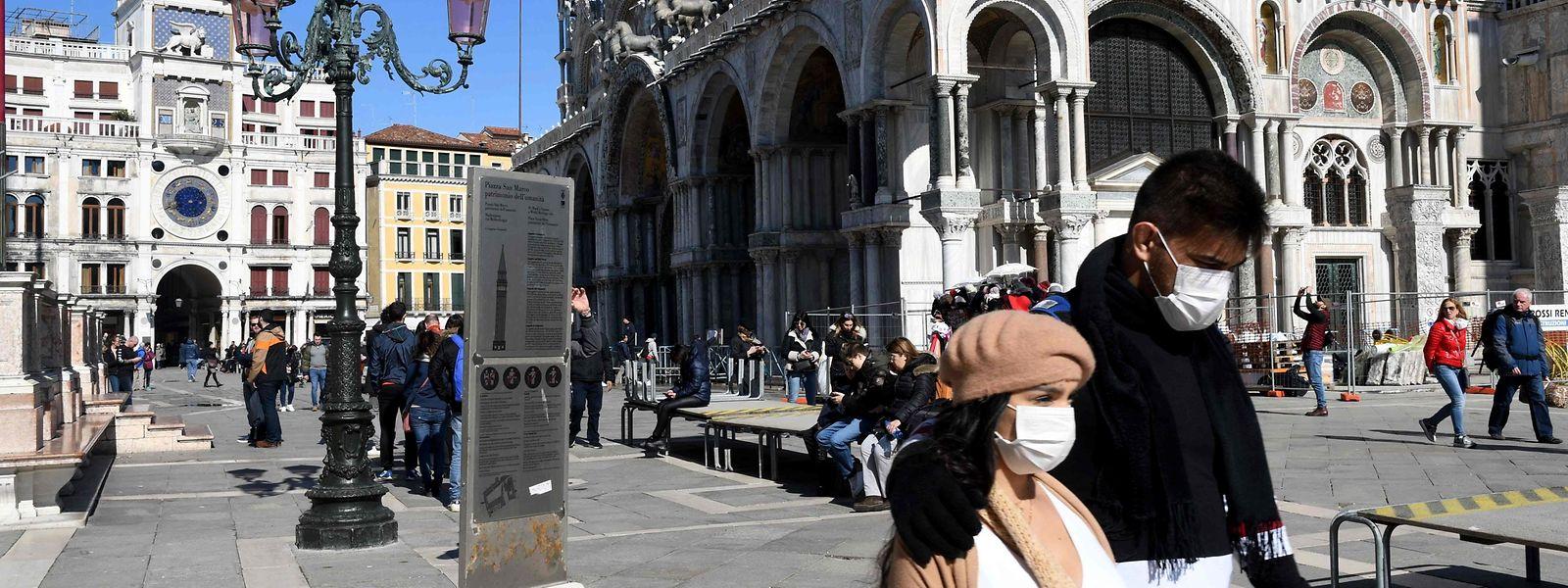 Les derniers visiteurs ont pu découvrir Venise sans la foule. Mais désormais les déplacements de la population comme des touristes sont restreints.