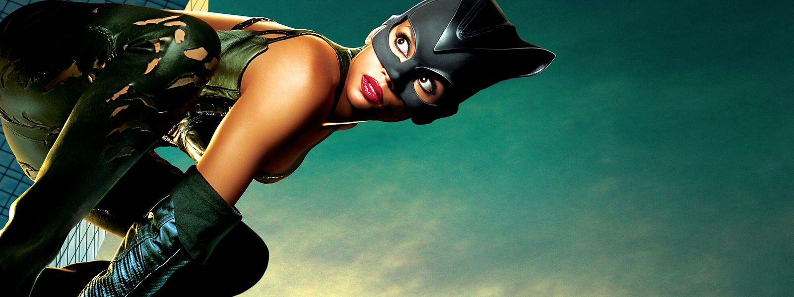 Catwoman (Halle Berry) hatte erstmals 1941 ihren Auftritt an Batmans Seite.
