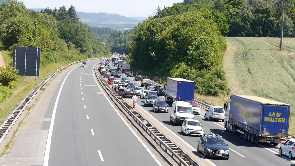 Auf der Autobahn aus Richtung Luxemburg kommend bildete sich ein langer Stau.