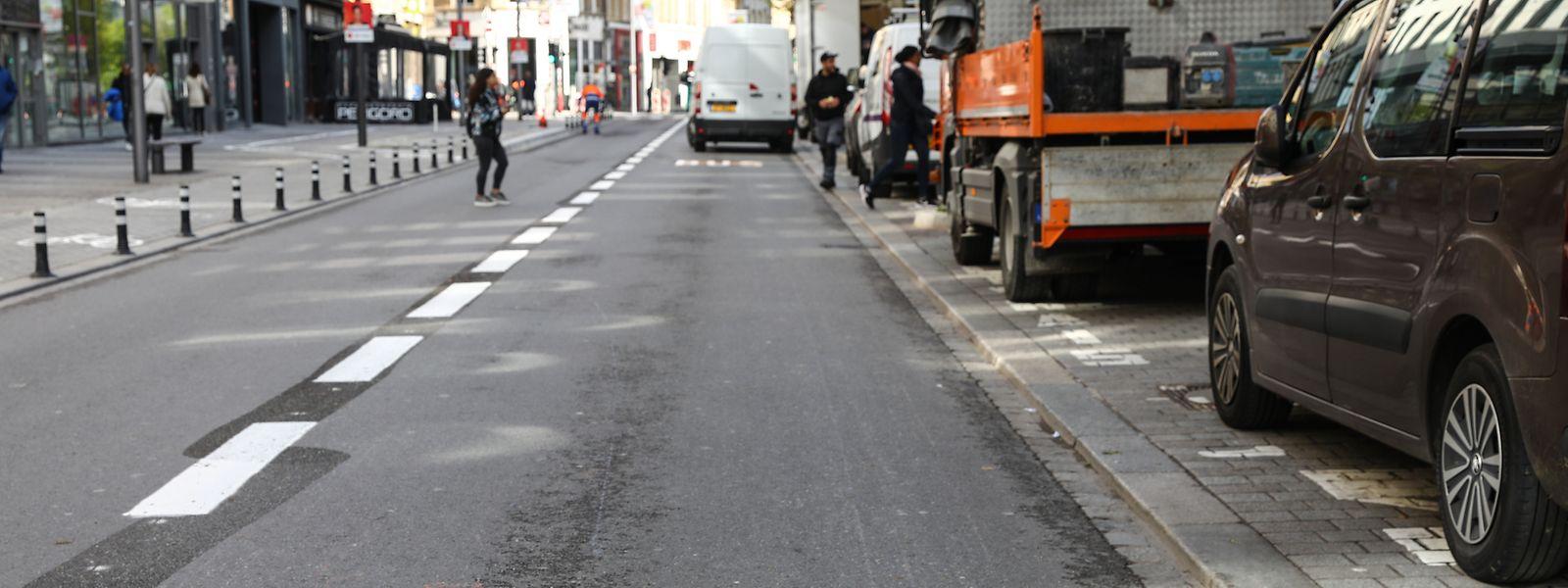 Busse und Fahrräder werden künftig das Bild in der Avenue de la Gare bestimmen. Linksseitig ist ein Radweg entstanden, für den Bäume und Autostellplätze weichen mussten.