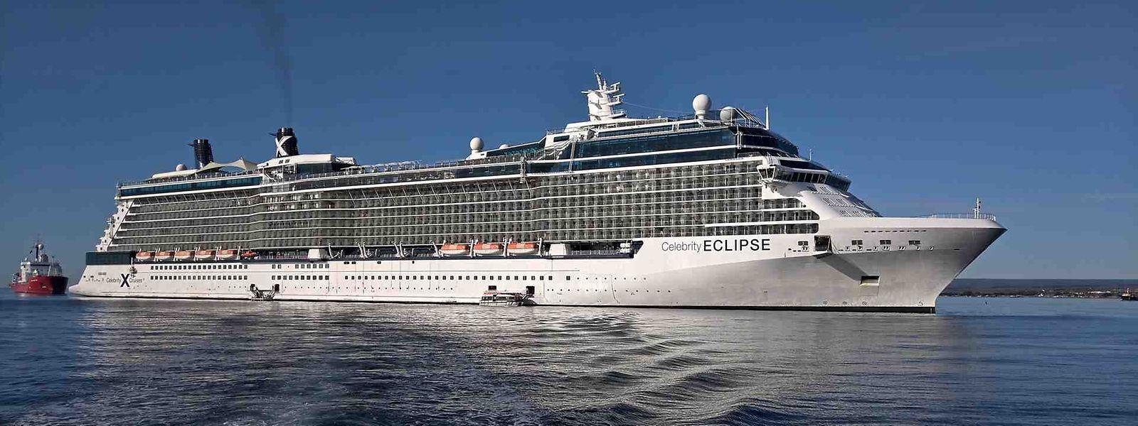 A défaut de pouvoir accoster, le Celebrity Eclipse reste en mer depuis deux semaines.