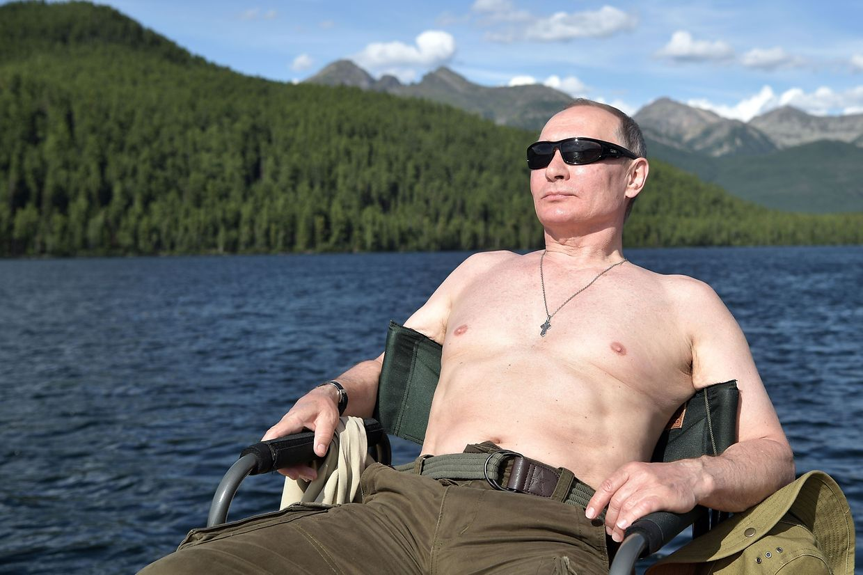 Wladimir Putin lässt sich im Urlaub gerne als Naturfreund mit nacktem Torso in Szene setzen.