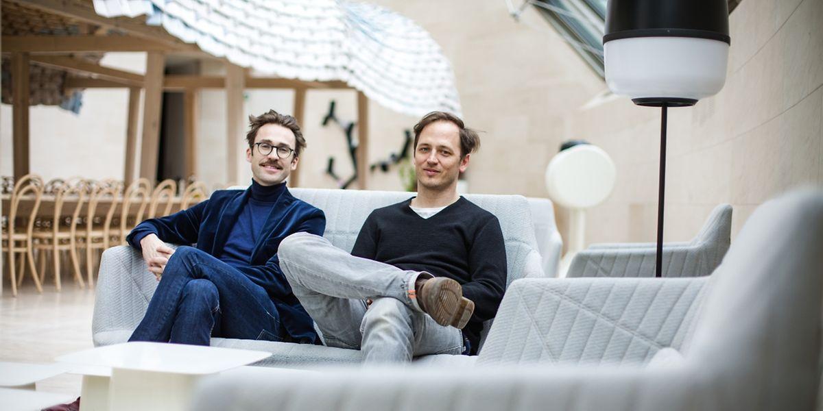"""Tim John und Martin Schmitz (r.): """"Ein Leben ohne Drehbank und Werkzeuge ist undenkbar""""."""