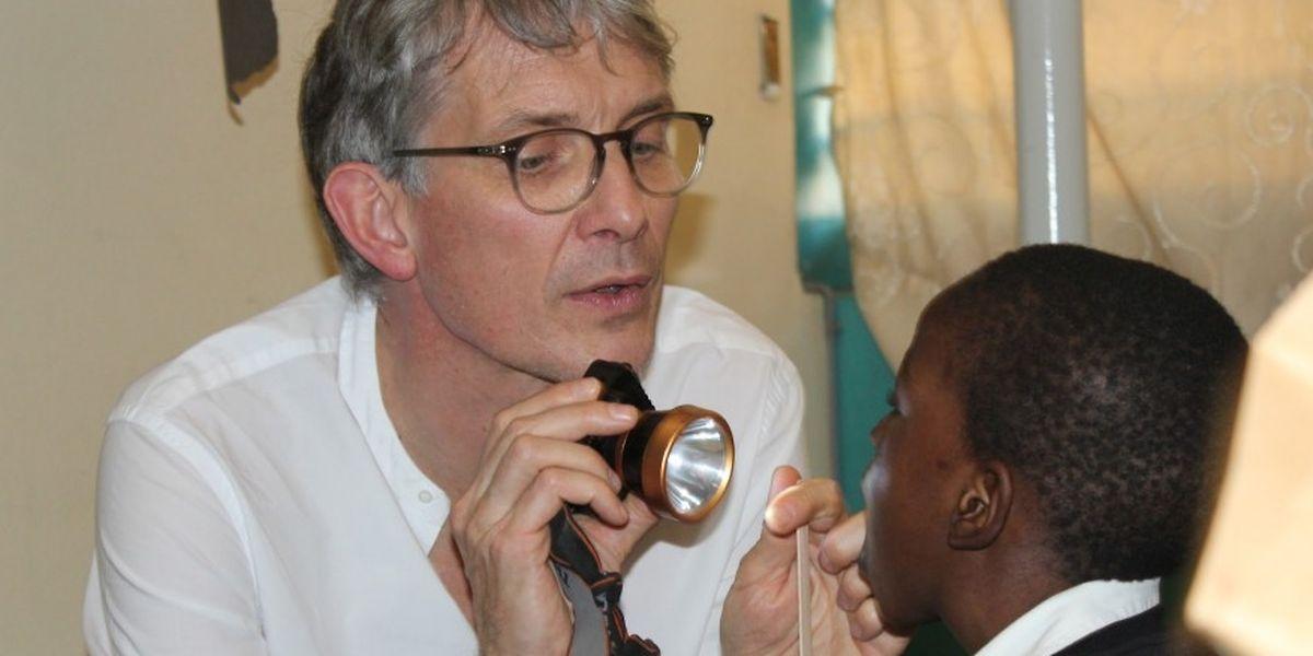 La nouvelle campagne lancée ce lundi 11 juin sur la plateforme de crowdgiving Gingo Community doit permettre de rendre son sourire à Gallo. Gravement mordu au visage par un animal, le petit garçon a été ausculté par le Dr Luc Schroeder lors d'une mission de la Chaîne de l'Espoir Luxembourg au Sénégal.