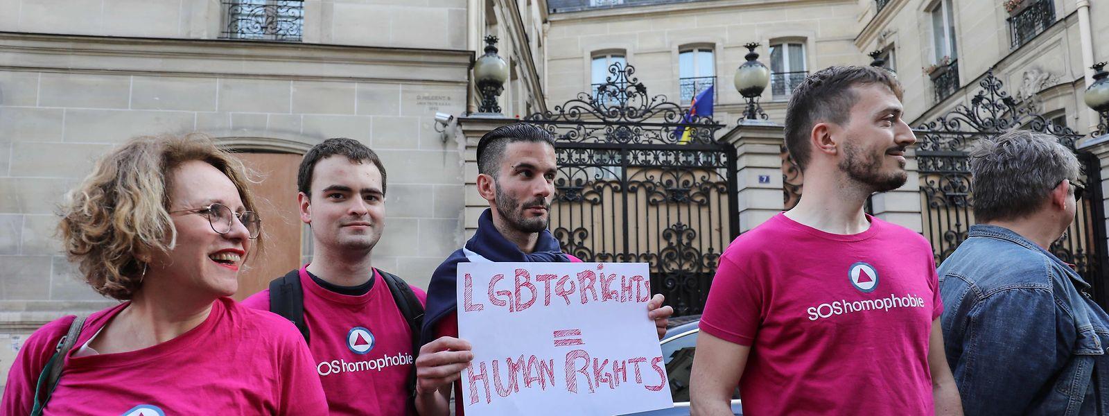 Vor der Botschaft des Sultanats hatten vergangene Woche Homosexuelle demonstriert.