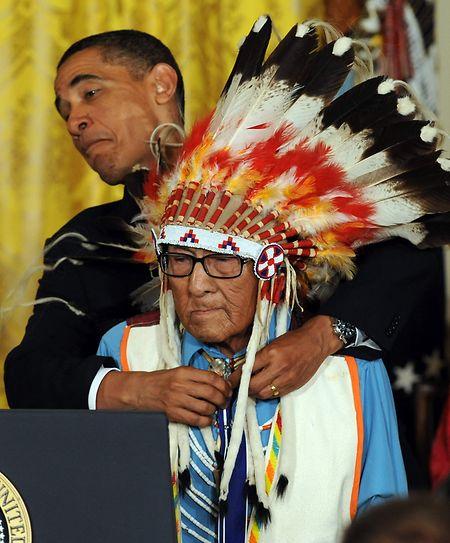 Am 12. August 2009 verlieh US-Präsident Barack Obama Häuptling Joseph Medicine Crow High Bird die Freiheitsmedaille.