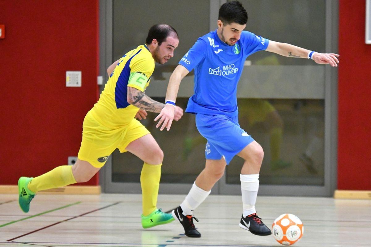 Luis Campos (en bleu) et la Samba 7 Niederkorn sont parvenus à distancer le FC Bettendorf de Fernando Ribeiro.