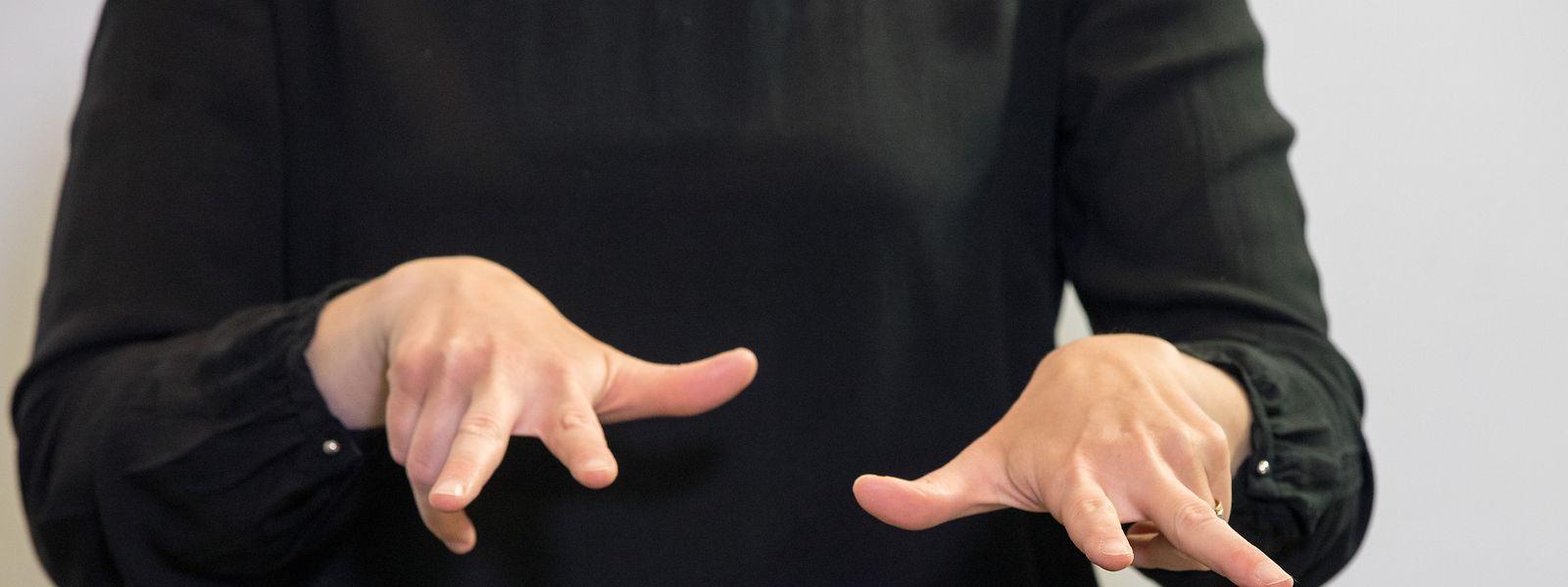 Die Gebärdensprachgemeinschaft beschwert sich in einem offenen Brief an die beiden Minister Cahen und Meisch, dass sie die Gehörlosen nicht konsultieren und nicht einbeziehen.