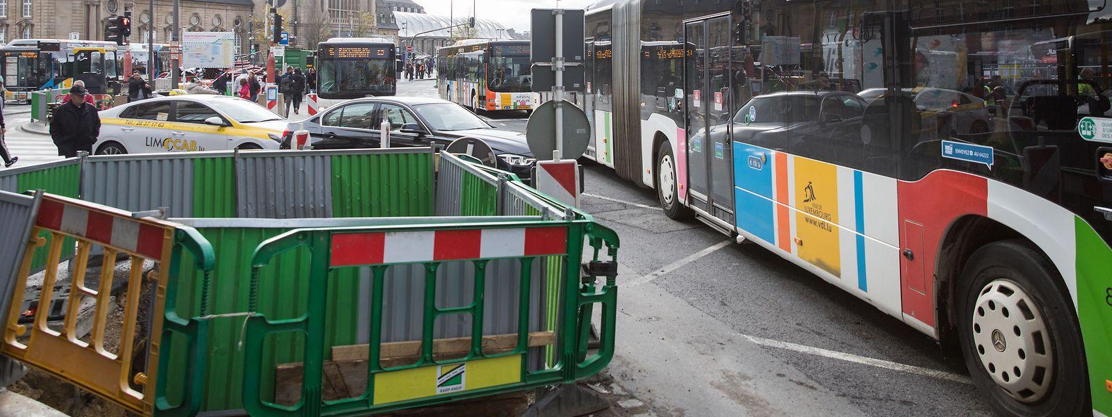 Inzwischen stecken auch die Busse im Stau.