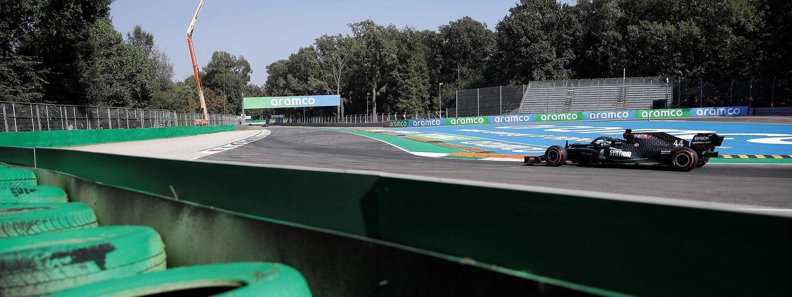 Der Brite, Louis Hamilton, sicherte sich im Qualifying am Samstag die Pole Position vor seinem Mercedes-Teamkollegen Valtteri Bottas (Finnland) und dem Spanier Carlos Sainz im McLaren-Renault.