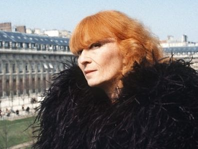 French fashion designer Sonia Rykiel poses at the Palais Royal garden in Paris on March 21, 1984.  AFP PHOTO / AFP PHOTO