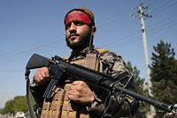 A Taliban fighter stands guard along a road in Kabul on September 9, 2021. (Photo by WAKIL KOHSAR / AFP)