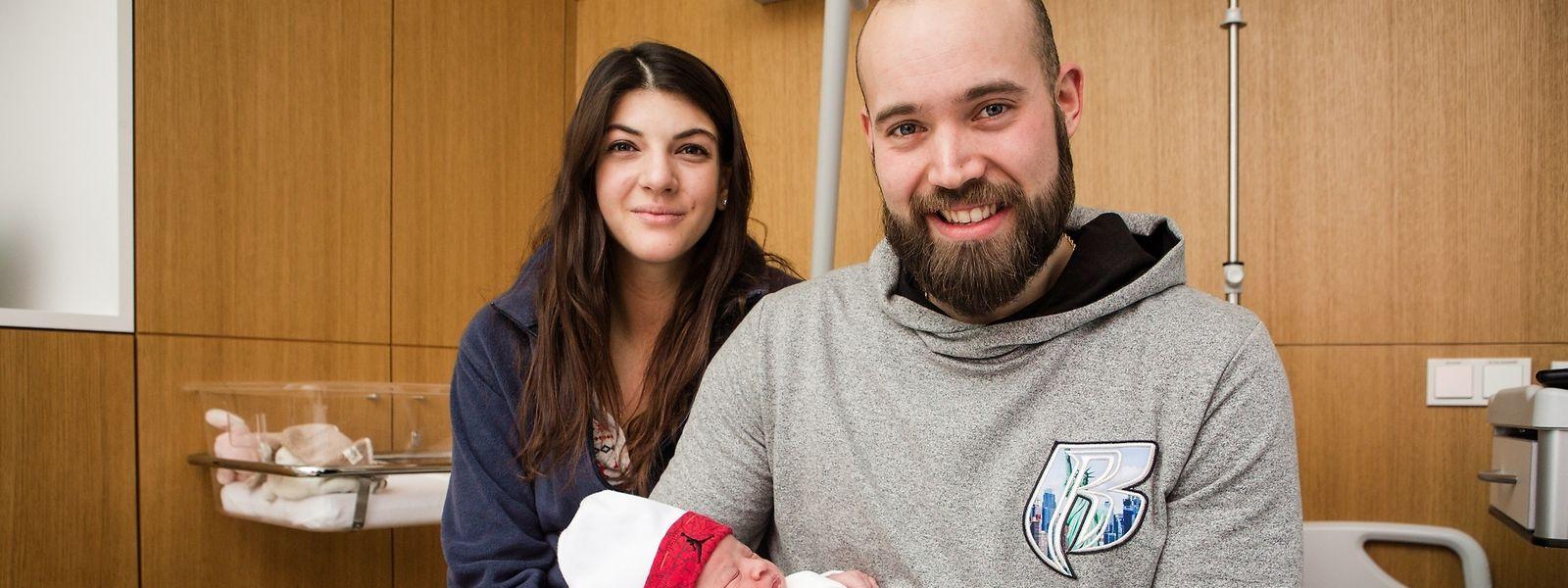 Alle wohlauf: Maira Adrovic Fernandes mit ihren Eltern Jessica und Sead aus Bonneweg.-   Photo : Pierre Matgé