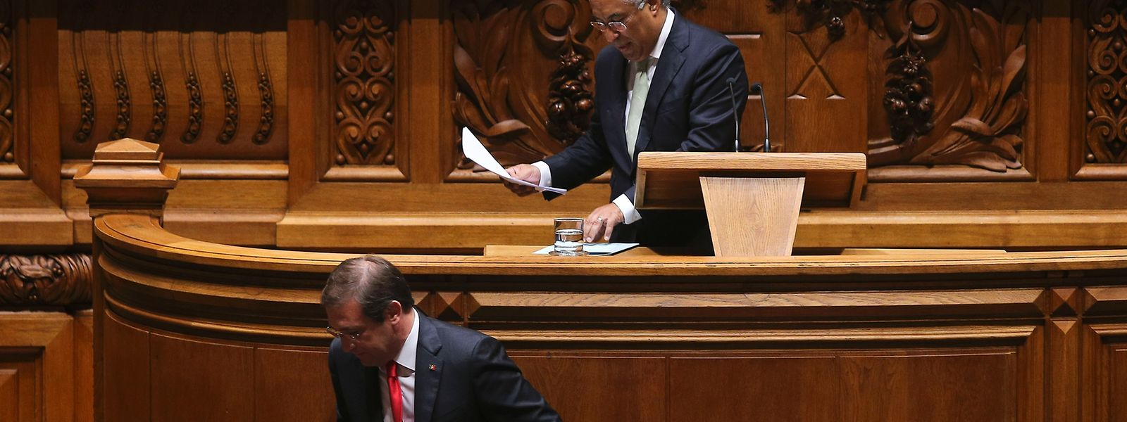 António Costa e Passos Coelho podem vir a trocar de posições: líder do principal partido da oposição e primeiro-ministro