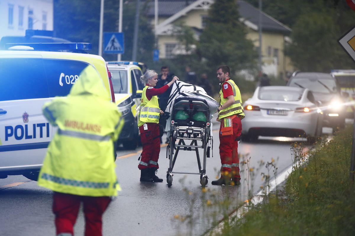 10. August 2019: Rettungssanitäter treffen am Einsatzort ein.