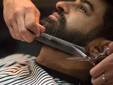 Zusammen mit dem Trend zum Bart sind auch Barbier-Salons wieder gefragt.