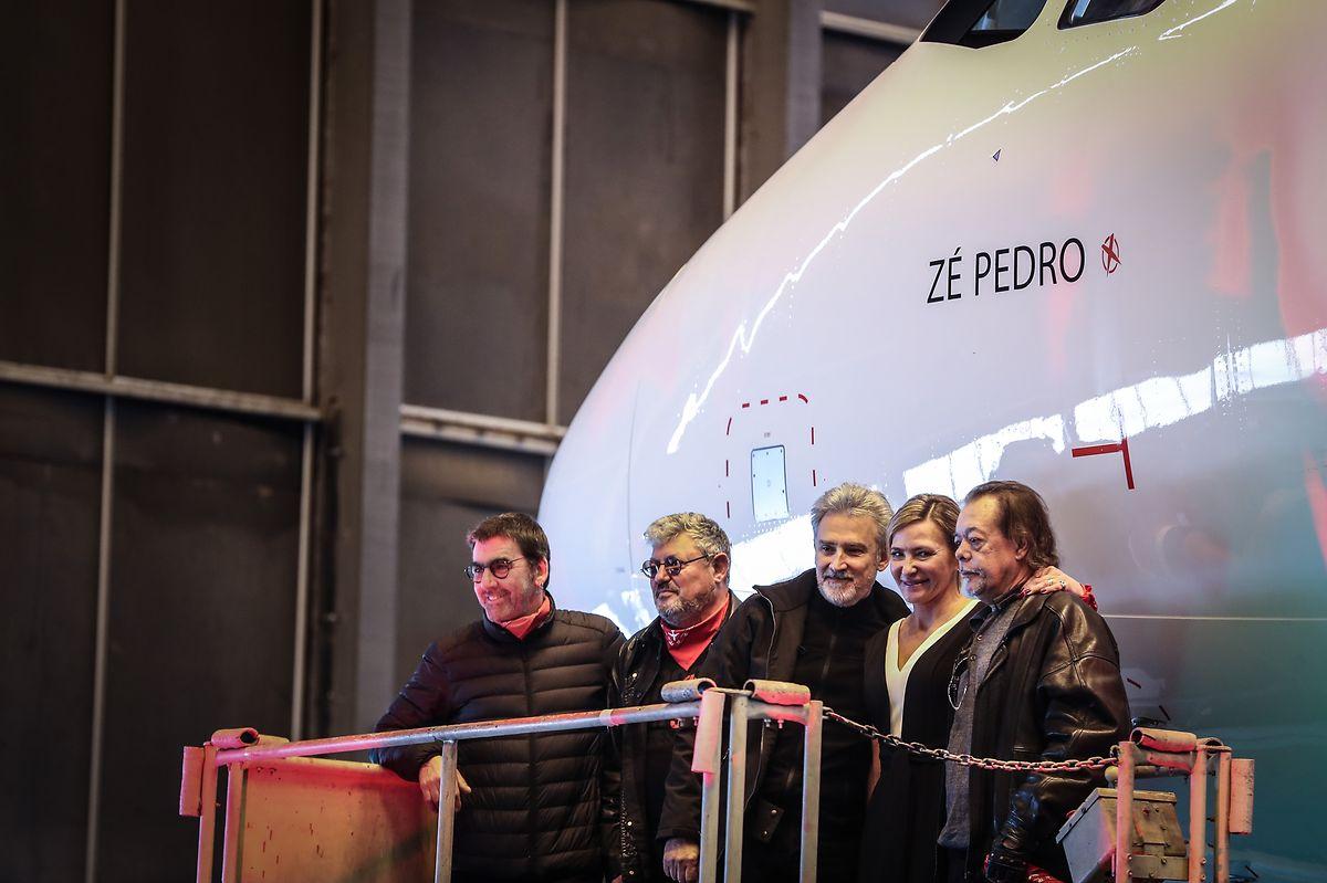 """O novo Airbus A321neo da TAP com o nome """"Zé Pedro"""" em memória ao falecido membro da banda Xutos e Pontapés."""
