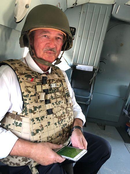 Jean Asselborn «on the road again»: près de deux heures en hélicoptère pour aller de Mazar-i-Sharif à Kaboul. A l'arrivée, laminé par le casque et le gilet pare-balles, il faudra de suite rencontrer le président afghan.