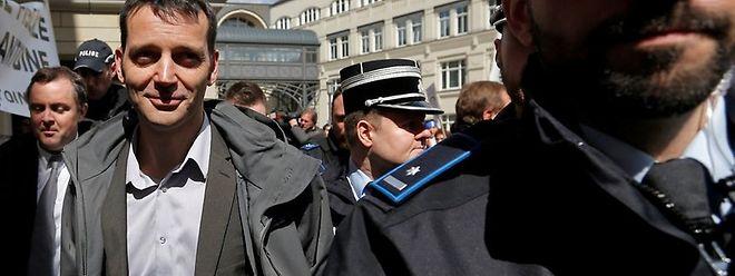 Le journaliste Edouard Perrin à son arrivée au tribunal le 26 avril.