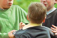 Prügeleien auf dem Schulhof sind keine Seltenheit. Manche Schüler jedoch stellen eine Gefahr für die ganze Schulgemeinschaft dar.