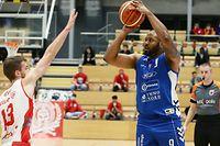 Basketball Total League Meisterschaft 2020-21 der Maenner zwischen der Sparta Bartringen und der Etzella Ettelbruck am 26.09.2020 Jairo DELGADO (9 Etzella) und Yannick VERBEELEN (13 Sparta)