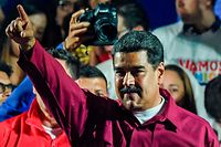 TOPSHOT - Venezuelan President Nicolas Maduro gestures after the National Electoral Council (CNE) announced the results of the voting on election day in Venezuela, on May 20, 2018. President Nicolas Maduro was declared winner of Venezuela's election Sunday in a poll rejected as invalid by his rivals, who called for fresh elections to be held later this year. With more than 90 percent of the votes counted,  Maduro had 67.7 percent of the vote, with his main rival Henri Falcon taking 21.2 percent, the National Election Council chief Tibisay Lucena announced. / AFP PHOTO / Juan BARRETO