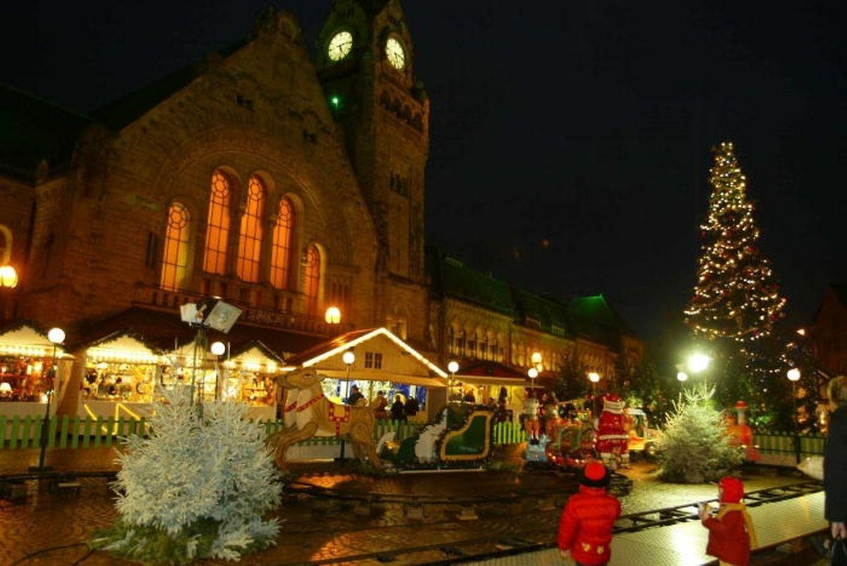 Le traditionnel sapin de Noël de la Gare sera remplacé par une forêt enchantée, composée de multiples sapins et d'écrans vidéos.