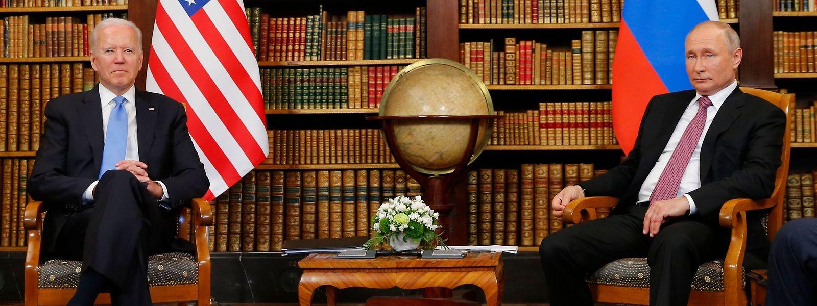 Das erste Gespräch zwischen US-Präsident Joe Biden (l.) und Kremlchef Wladimir Putin findet in der Bibliothek der Villa La Grange am Genfersee statt.