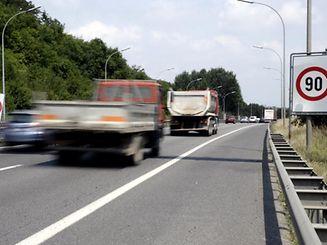 Wegen der erhöhten Ozonwerte darf derzeit mit maximal 90 km/h gefahren werden.