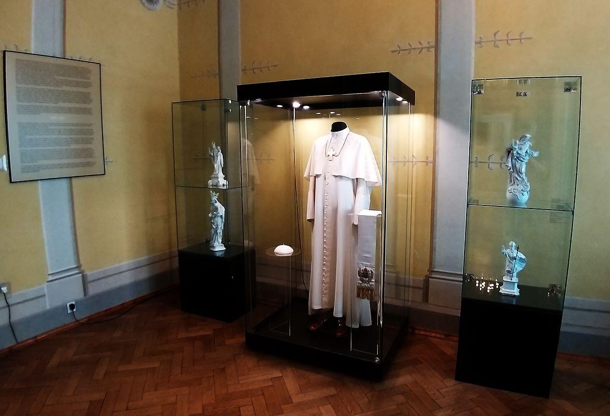 Papst-Ausstellung im Museum der Erzdiözese, dem ehemaligen Dechantenhaus.