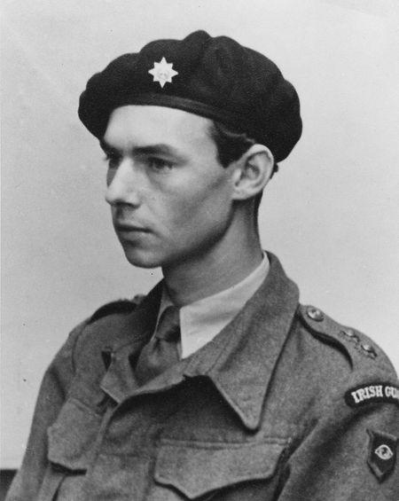 Prinz Jean trat den Irish Guards im Jahr 1942 auf Rat des britischen Königs George VI bei.